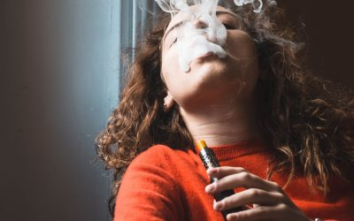 El vapeo no es cool, o cómo los cigarrillos electrónicos afectan a nuestra salud bucodental